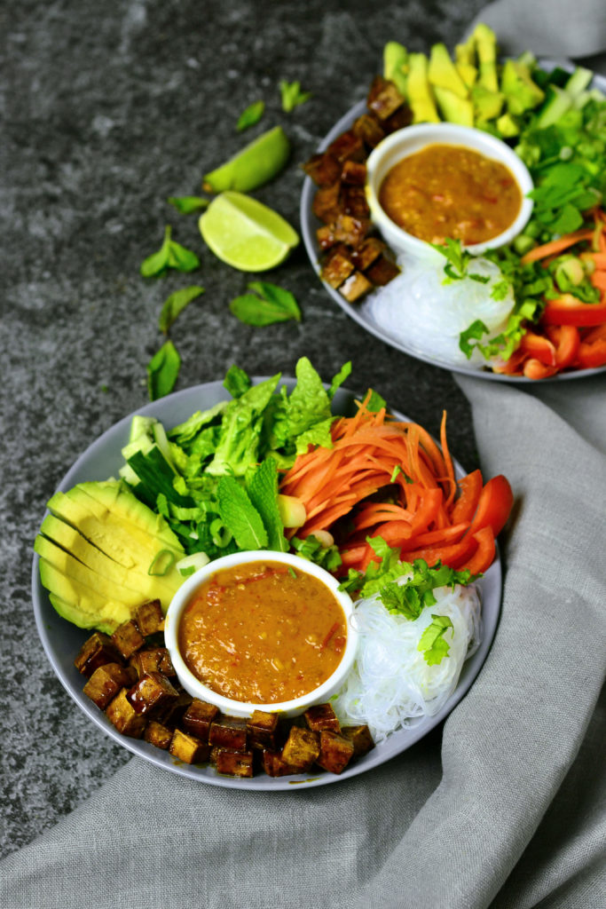 Sommmerroll Bowl with Peanut Sauce