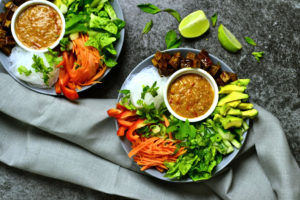 Sommmerroll Bowl with Tofu and Peanut Sauce